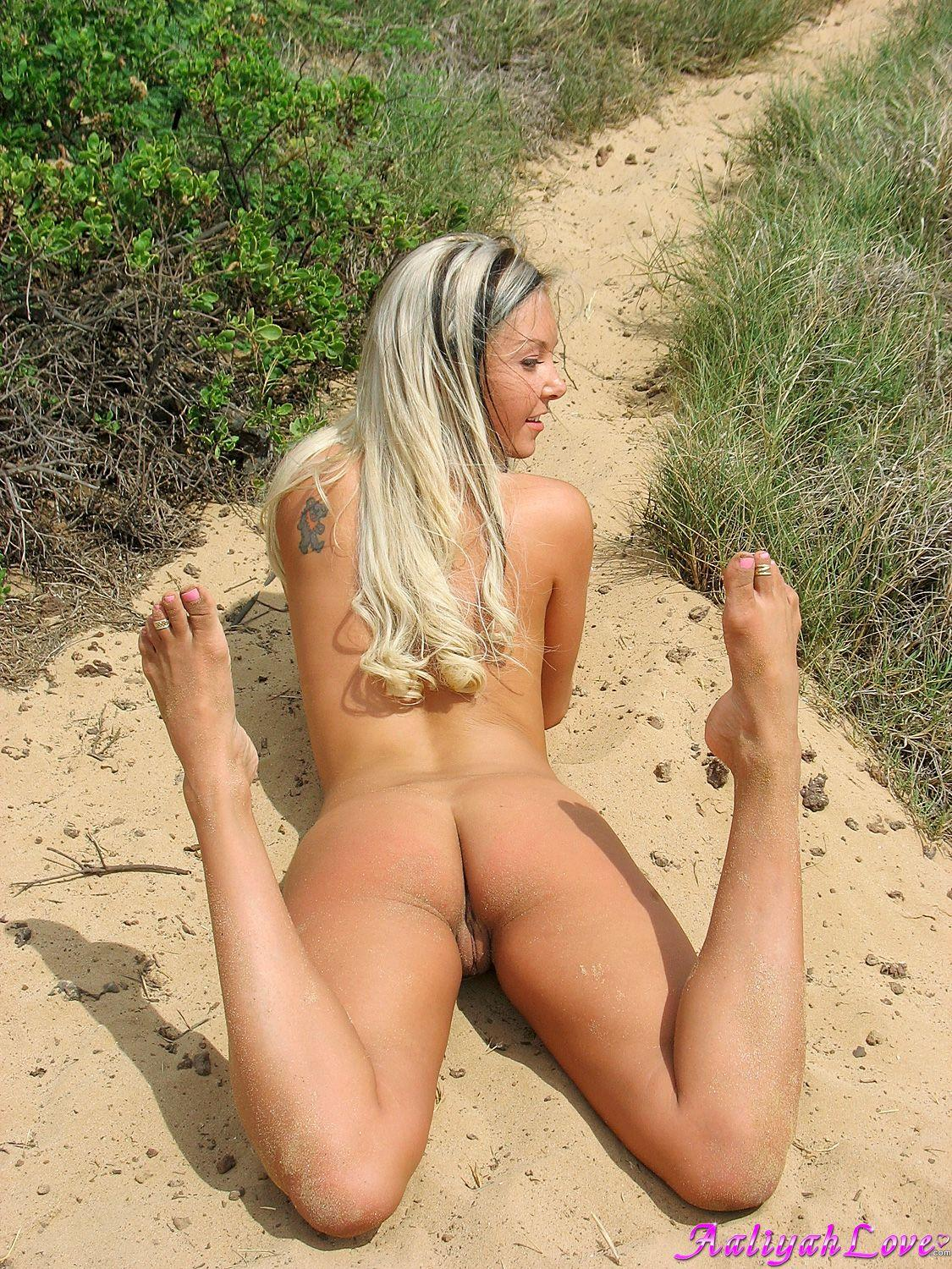 Pictures Of Aaliyah Love Ready To Fuck On A Beach  Coed -4589