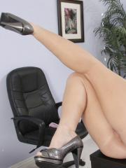 Taylor Vixen and Jayden Jaymes get a bit horny at the office