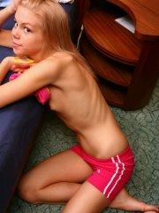 Pictures of Cindy8Teen bending over to show you her pussy
