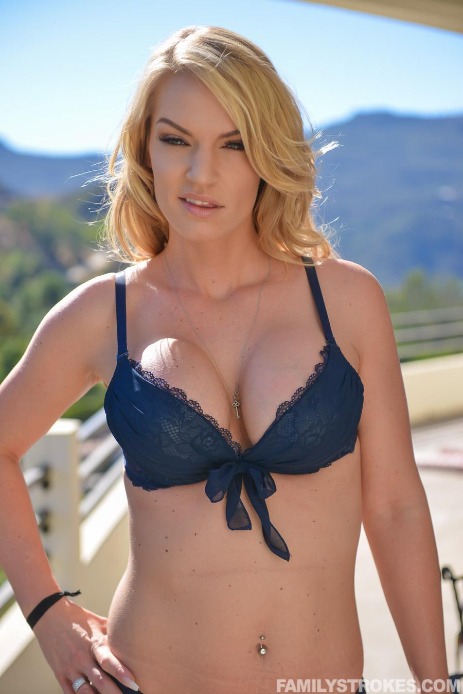 Rachael Cavalli Pictures and Movies at Freeones 113 Links