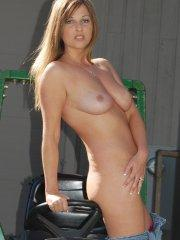 Pictures of Kelly Anderson stripping naked outside