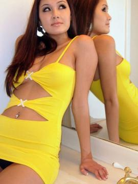 Pictures of teen amateur Layla KO teasing in a hot yellow dress