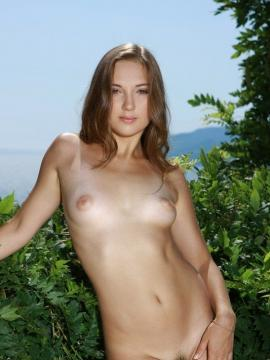 Pictures of Lucy B naked and horny for you