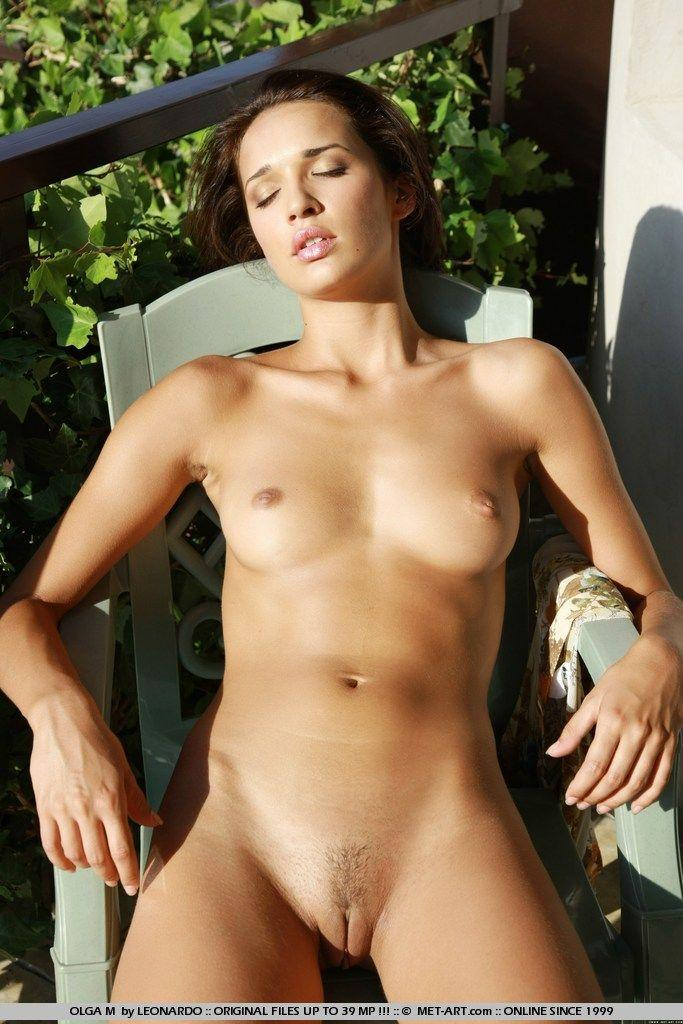 nude in airport images