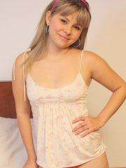 Pictures of teen hottie Sammy 18 showing how cute she is