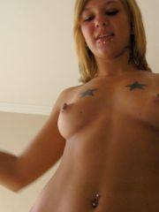 Pictures of Sexy Lette getting naked