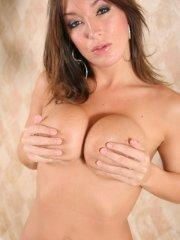 Pictures of Sinful Mandy showing you her hot body