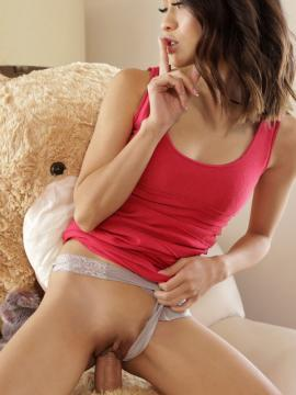 Jasmine Grey fucks her teddy bear