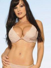 Pictures of Lisa Ann showing her busty body